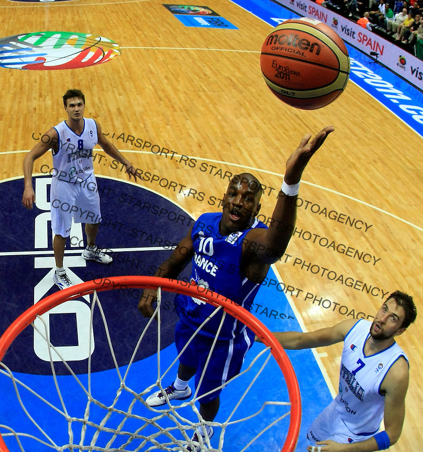 French national basketball team player Traore Ali scores during round 1, Group B, basketball game between Italy and France in Lithuania, Siauliai, Siauliu arena, Eurobasket 2011, Sunday, September 4, 2011. (photo: Pedja Milosavljevic/SIPA PRESS) remote