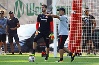 "Torwart Kevin Trapp (Eintracht Frankfurt) mit Torwarttrainer Manfred ""Moppes"" Petz (Eintracht Frankfurt) - 05.09.2018: Eintracht Frankfurt Training, Commerzbank Arena, DISCLAIMER: DFL regulations prohibit any use of photographs as image sequences and/or quasi-video."