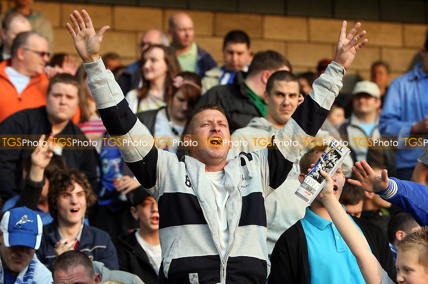 Millwall fans anticipate a big night for their team - Millwall vs Huddersfield Town - Coca Cola League One Play-Off Semi-Final 2nd Leg at the New Den -  18/05/10 - MANDATORY CREDIT: Gavin Ellis/TGSPHOTO - Self billing applies where appropriate - Tel: 0845 094 6026