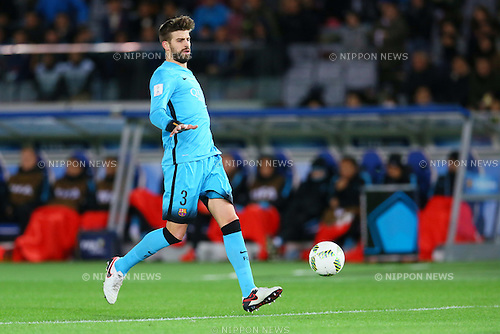 Gerard Pique (Barcelona), <br /> DECEMBER 17, 2015 - Football / Soccer : <br /> FIFA Club World Cup Japan 2015 <br /> semi-final match between Barcelona 3-0 Guangzhou Evergrande <br /> at Yokohama International Stadium in Kanagawa, Japan.<br /> (Photo by Yohei Osada/AFLO SPORT)
