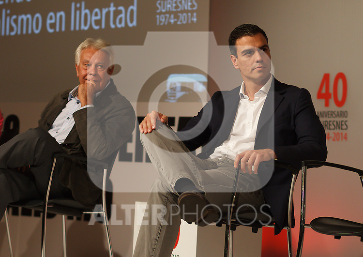 "Madrid,Spain - 16 10 2014- ""politics""-Former Spanish Socialist Leader Felipe Gonzalez(left) beside Spanish Socialist Leader Pedro Sanchez(right) during at the 40th anniversary ceremony of the Suresnes Congress (Foto: Guillermo Martinez /Bouza Press)"