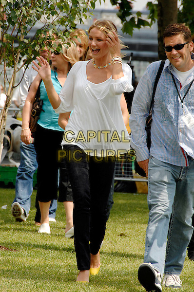 "CAMERON DIAZ.""Shrek the Third"" photocall at Tower Bridge.London, England 10th June 2007.full length white top jeans yellow pointy shoes stilettoes.CAP/PL.©Phil Loftus/Capital Pictures"