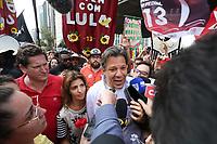 SÃO PAULO, SP, 16.09.2018: ELEIÇÕES-HADDAD-AV-PAULISTA -  O candidato à Presidência da República pelo PT, Fernando Haddad, realiza caminhada de campanha na Avenida Paulista, centro da capital paulista, na tarde desse domingo, 16. (Foto: Fábio Vieira/FotoRua)