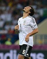 FUSSBALL  EUROPAMEISTERSCHAFT 2012   VORRUNDE Niederlande - Deutschland       13.06.2012 Mats Hummels (Deutschland) wirkt seelig