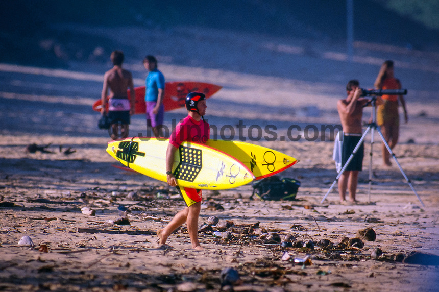 Gary 'Kong' Elkerton (AUS), competing in the   1990 Marui Pipeline Masters held at the Banzai Pipeline on the North Shore of Oahu, Hawaii.   Photo: joliphotos.com