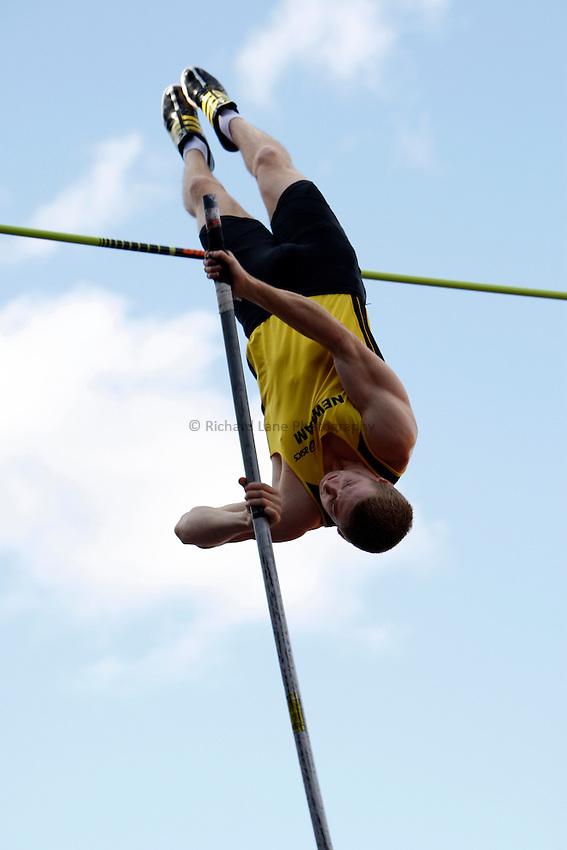 Photo: Richard Lane/Richard Lane Photography..Aviva World Trials & UK Championships athletics. 12/07/2009. Max Eaves in the men's pole vault.