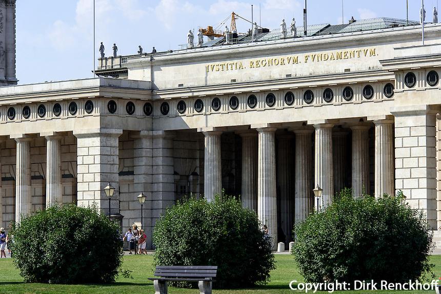 Burgtor vor kunsthistorischem Museum, Wien, &Ouml;sterreich, UNESCO-Weltkulturerbe<br /> Castle gate, Vienna, Austria, world heritage