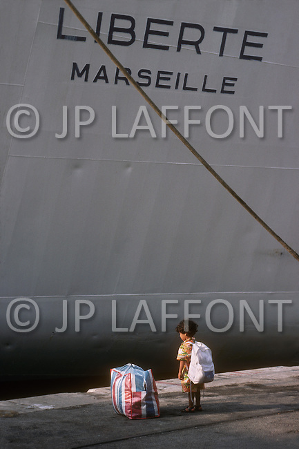 May 27, 1989, Marseilles, France --- Muslim immigration in Marseille. Algerian passengers disembark Liberte ship. --- Image by © JP Laffont