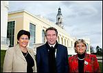 François Bayrou Président du Mouvement Démocrate MODEM avec Josy Poueyto et Nicole Bensoussan ses 2 co-listières pour les élections municipales 2008 de Pau / 64 Pyrénées Atlantiques / Rég. Aquitaine / François Bayrou former president of the MODEM french party / France