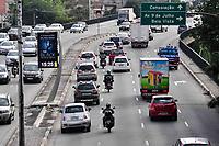 SÃO PAULO,SP, 12.06.2017 - TRÂNSITO-SP- Movimentação de veículos no sentido leste/oeste visto do Viaduto Júlio de Mesquita Filho, no bairro da Bela Vista, região central de São Paulo, nesta segunda-feira, 12. (Foto: Renato Gizzi/Brazil Photo Press)