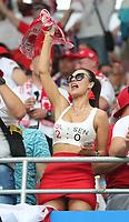 Weiblicher polnischer Fan feiert sehr siegessicher  - 19.06.2018: Polen vs. Senegal, Gruppe H, Spartak Stadium Moskau