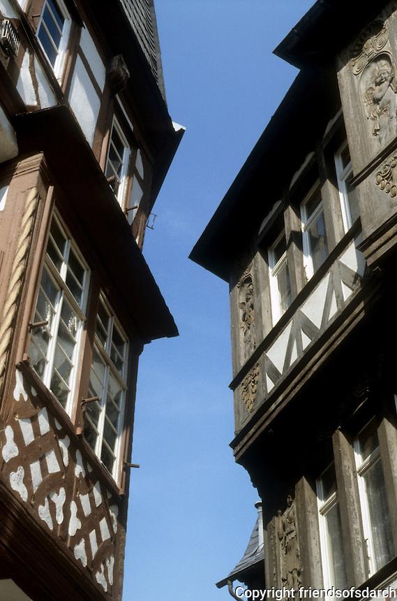 Limberg: Fachwerk buildings over narrow streets. Photo '87.