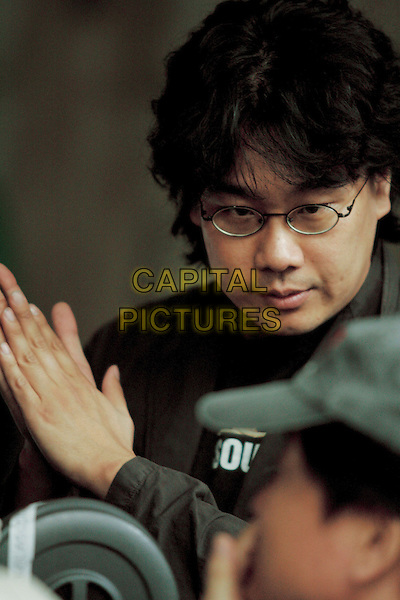 JOON-HO BONG (DIRECTOR).on the set of The Host (Gwoemul) .**Editorial Use Only**.CAP/FB.Supplied by Capital Pictures