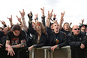 Jun 11, 2011: DOWNLOAD FESTIVAL - crowds and atmosphere
