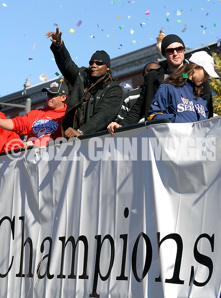 PHILADELPHIA, PA - OCTOBER 31: Philadelphia Phillies Ryan Howard, along with Chase Utley (R)waves to the crowd during the World Championship Parade October 31, 2008 in Philadelphia, Pennsylvania. The Phillies defeated the Tampa Bay  Rays to win their first World Series in 28 years. (Photo by William Thomas Cain/Getty Images)