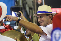 RIO DE JANEIRO, RJ, 11 FEVEREIRO 2013 - CARNAVAL RJ - PORTELA - Prefeito do Rio de Janeiro Eduardo Paes durante desfile da escola de samba Portela no primeiro dia do Grupo Especial no Sambódromo Sapucai na capital fluminense, na madrugada desta segunda 11. (FOTO: VANESSA CARVALHO - BRAZIL PHOTO PRESS).