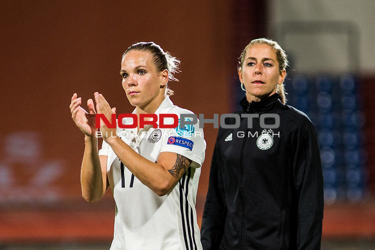 21.07.2017, Koenig Willem II Stadion , Tilburg, NLD, Tilburg, UEFA Women's Euro 2017, Deutschland (GER) vs Italien (ITA), <br /> <br /> im Bild | picture shows<br /> Isabel Kerschowski (Deutschland #17) | (Germany #17) und Anna Blaesse (Deutschland #14)|(Germany #14) bedanken sich bei den Fans, <br /> <br /> Foto © nordphoto / Rauch