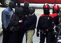 Argazkia-Photo: Ander Gillenea.Hernani, 2001ko martxoaren 9a.Basque autonomous police, ertzaintza members, in Hernani on 2001.