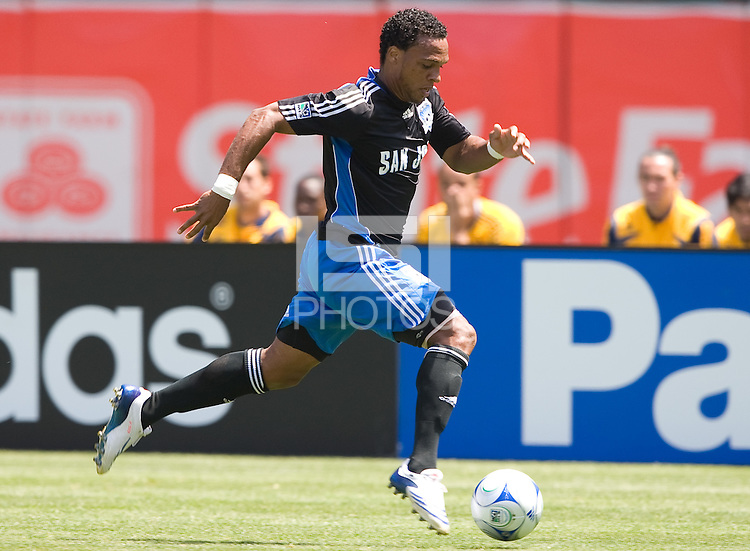 Scott Sealy carries the ball, .Earthquakes 3-2 over the Los Angeles Galaxy, Sunday, Aug. 3. 2008. .