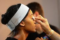 RIO DE JANEIRO, RJ, 08.11.2013 - FASHION RIO / TNG - Backstage da grife TNG, durante o Fashion Rio, coleção Outono/Inverno 2014, no Píer Mauá, na zona portuária da capital carioca, nesta sexta-feira, 08 (Foto: Marcelo Fonseca / Brazil Photo Press).