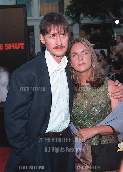 "13JUL99:   Actor TODD FIELD & wife SERENA at the world premiere, in Los Angeles, of  ""Eyes Wide Shut"" in which he stars with Tom Cruise & Nicole Kidman..© Paul Smith / Featureflash"