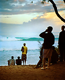 USA, Hawaii, Oahu, Pipeline, Guys check the surf on the North Shore at sunrise