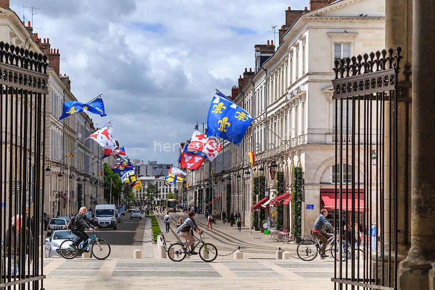France, Loiret (45), Orléans, rue Jeanne d'Arc depuis la cathédrale Sainte-Croix // France, Loiret, Orleans, Jeanne d'Arc street seen from Sainte Croix cathedral