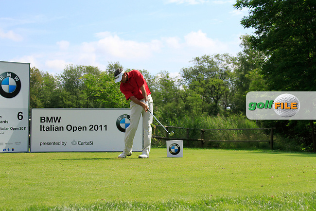 Cesar Monasterio (ARG) tees off on the 6th tee during Day 3 of the BMW Italian Open at Royal Park I Roveri, Turin, Italy, 11th June 2011 (Photo Eoin Clarke/Golffile 2011)