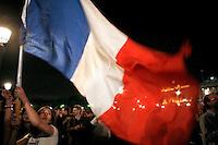 France , Paris . Place de la Concorde , les supporters de Nicolas Sarkozy fetent sa victoire a la presidentielle 2007 . Dimanche 6 mai 2007 - ©Jean-Claude Coutausse / french-politics