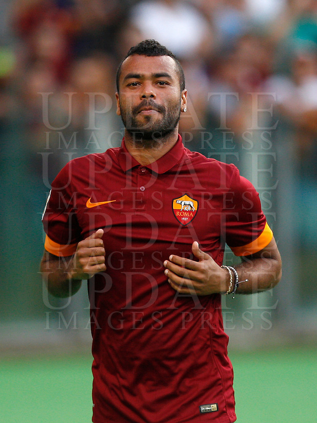 Calcio, amichevole Roma vs Fenerbahce. Roma, stadio Olimpico, 19 agosto 2014.<br /> AS Roma defender Ashley Cole, of Britain, greets fans during the team's presentation, prior to the friendly match between AS Roma and Fenerbache at Rome's Olympic stadium, 19 August 2014.<br /> UPDATE IMAGES PRESS/Riccardo De Luca