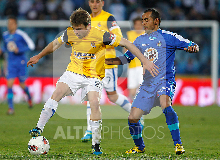 Getafe's Diego Castro (r) and Real Sociedad's Asier Illarramendi during La Liga match.March 17,2012. (ALTERPHOTOS/Acero)