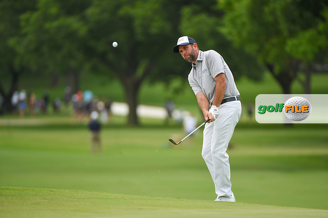 Josh Teater (USA) chips on to 2 during round 3 of the 2019 Charles Schwab Challenge, Colonial Country Club, Ft. Worth, Texas,  USA. 5/25/2019.<br /> Picture: Golffile   Ken Murray<br /> <br /> All photo usage must carry mandatory copyright credit (© Golffile   Ken Murray)