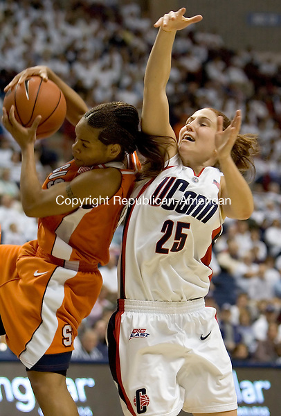 STORRS, CT--13 JANUARY 2007--011307JS09-Syracuse's Cintia Johnson gets to a rebound before UConn's Mel Thomas during their game Saturday at Gampel Pavilion in Storrs. <br /> Jim Shannon / Republican-American