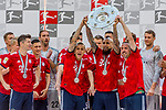 12.05.2018, Allianz Arena, Muenchen, GER, 1.FBL,  FC Bayern Muenchen vs. VfB Stuttgart, im Bild Robert Lewandowski (FCB #9) Rafinha (FCB #13) Arturo Vidal (FCB #23) Franck Ribery (FCB #7) mit der Meisterschale<br /> <br />  Foto &copy; nordphoto / Straubmeier