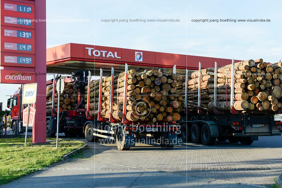 GERMANY Plau, timber trucks at Total fuel station / DEUTSCHLAND, Plau, Holzlaster an Total Tankstelle