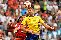 SAMARA - RUSIA, 07-07-2018: Ola TOIVONEN (Der) jugador de Suecia disputa el balón con Jordan HENDERSON (Izq) jugador de Inglaterra durante partido de cuartos de final por la Copa Mundial de la FIFA Rusia 2018 jugado en el estadio Samara Arena en Samara, Rusia. / Ola TOIVONEN (R) player of Sweden fights the ball with Jordan HENDERSON (L) player of England during match of quarter final for the FIFA World Cup Russia 2018 played at Samara Arena stadium in Samara, Russia. Photo: VizzorImage / Julian Medina / Cont