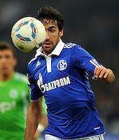 FUSSBALL   1. BUNDESLIGA   SAISON 2011/2012   22. SPIELTAG FC Schalke 04 - VfL Wolfsburg         19.02.2012 Raul (FC Schalke 04)  Einzelaktion am Ball