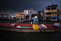 Pescador en Puerto Bolivar, puerto de la ciudad de Machala, Ecuador. El virus del Sika como otras enfermedades transmitidas por picaduras de mosquito están directamente relacionadas con la pobreza. En Machala, Ecuador,  un grupo de científicos de Upstate New York Medical University investigan el comportamiento de estas enfermedades de transmision vectorial lo confirman. Es evidente, como en toda la América Latina, los sectores más empobrecidos están totalmente expuestos e indefensos a estas enfermedades que brotan con mayor fuerza despues de las intensas lluvias y otros desastres naturales.The Sika virus as other diseases transmitted by mosquitos are directly related to poverty. In Machala, Ecuador, a group of scientists from Upstate New York Medical University investigate the behavior of these diseases. It is evident, as in all of Latin America, that the most impoverished sectors are exposed and defenseless to these diseases, which emerge more strongly after intense rains and other natural disasters.<br /> The Sika virus as other diseases transmitted by mosquitos are directly related to poverty. In Machala, Ecuador, a group of scientists from Upstate New York Medical University investigate the behavior of these diseases. It is evident, as in all of Latin America, that the most impoverished sectors are exposed and defenseless to these diseases, which emerge more strongly after intense rains and other natural disasters.
