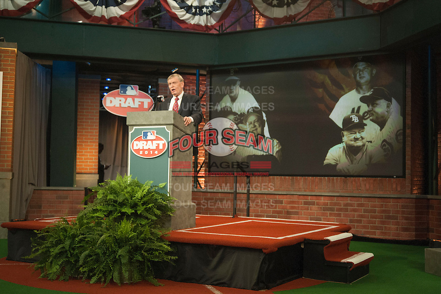 Commissioner Bud Selig having a moment of silence for former player,coach, and manager Don Zimmer during the MLB Draft on Thursday June 05,2014 at Studio 42 in Secaucus, NJ.   (Tomasso DeRosa/ Four Seam Images)