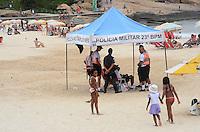 RIO DE JANEIRO, RJ, 15.12.2013 - CLIMA TEMPO / PRAIA / IPANEMA / RJ-  Policiamento reforçado na praia de ipanema, na tarde deste domingo (15), com tempo nublado e calor, em ipanema zona sul da cidade do Rio de Janeiro, na  desta . (Foto: Marcelo Fonseca / Brazil Photo Press).