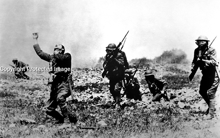 Picture posed in France, near front line trenches, by Major Evarts Tracey, Engineer Corps, U.S.A., to illustrate effects of phosgene gas.  1918. (Army)<br /> Exact Date Shot Unknown<br /> NARA FILE #:  111-SC-23094<br /> WAR &amp; CONFLICT BOOK #:  639