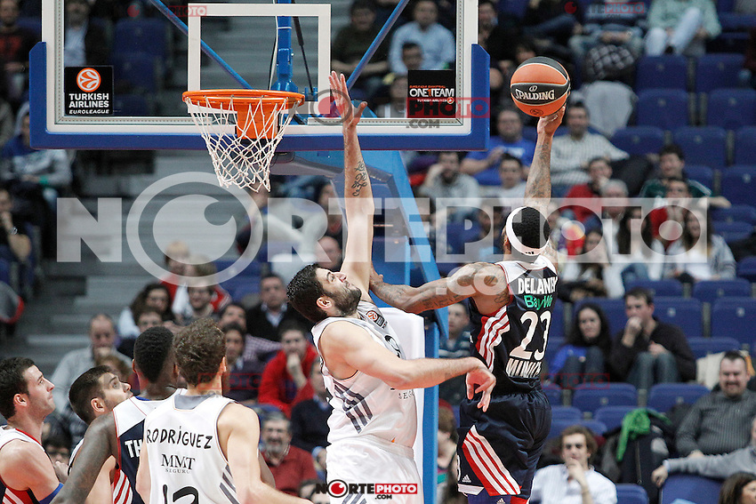 Basket Real Madrid´s Bourousis and Bayern Munich´s Delaney (R) during Euroleague Basketball match in Palacio de los Deportes stadium in Madrid, Spain. January 15, 2014. (ALTERPHOTOS/Victor Blanco)