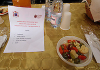 Pranzo di soliedarietà offerto dal Card. sepe all'interno del salone delle feste della curia Napoletana