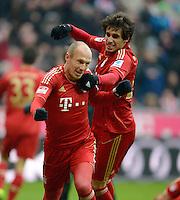 FUSSBALL   1. BUNDESLIGA  SAISON 2012/2013   21. Spieltag  FC Bayern Muenchen - SV Werder Bremen    23.02.2013 JUBEL FC Bayern Muenchen; Torschuetze zum 1-0 Arjen Robben (li) jubelt mit Javi Martinez
