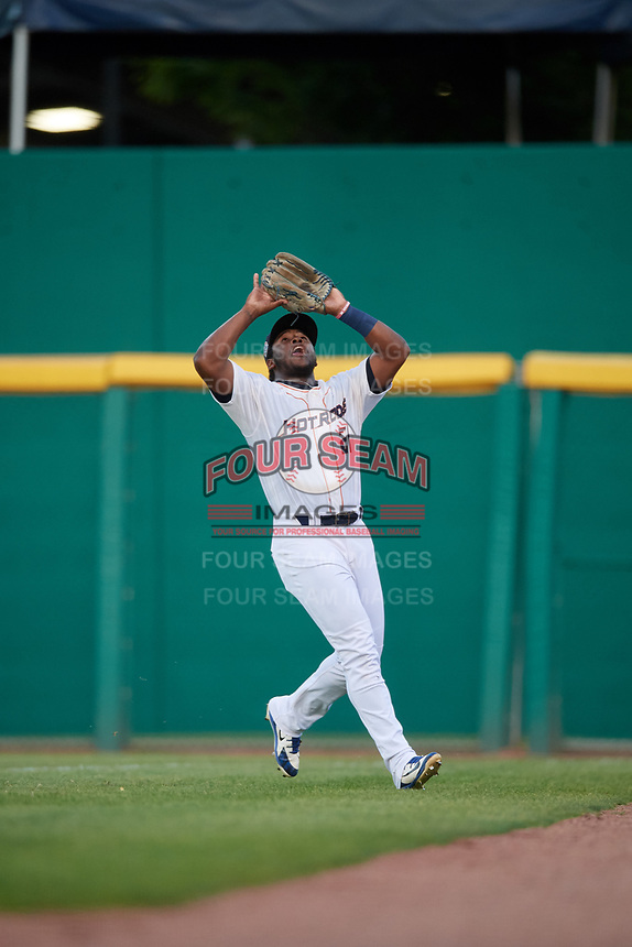 Bowling Green Hot Rods right fielder Moises Gomez (21) settles under a fly ball during a game against the Peoria Chiefs on September 15, 2018 at Bowling Green Ballpark in Bowling Green, Kentucky.  Bowling Green defeated Peoria 6-1.  (Mike Janes/Four Seam Images)