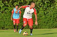 SAO PAULO, 10 DE JUNHO DE 2013 - TREINO SAO PAULO - O jogador Luis Fabiano durante treino do Sao Paulo, no CT da Barra Funda, na tarde desta segunda feira, 10, região oeste da capital. (FOTO: ALEXANDRE MOREIRA / BRAZIL PHOTO PRESS)