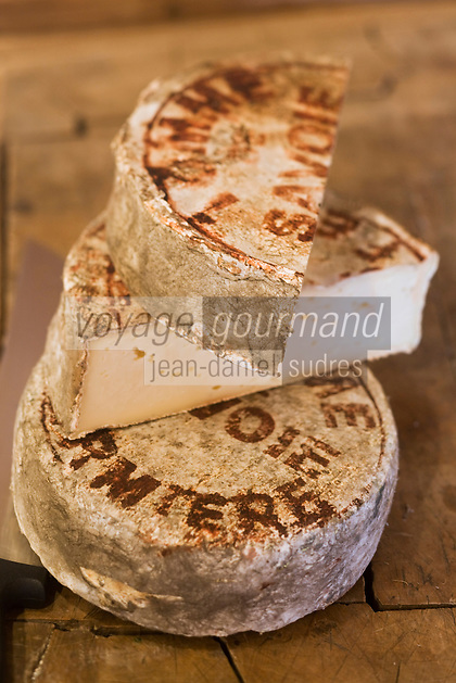 Europe/France/Rhône-Alpes/74/Haute-Savoie/Avoriaz:Tomme de Savoie Fermière chez Jean Luc Woehl Fromager -Epicerie Fine- Produits savoyards : Le Garde Manger