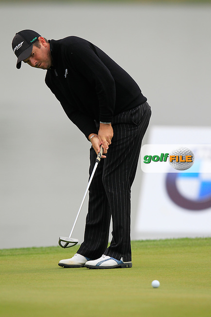 Thomas Aiken (RSA) putts on the 13th green during Friday's Round 2 of the 2013 BMW Masters presented by SRE Group held at Lake Malaren Golf Club, Shanghai, China. 25th October 2013.<br /> Picture: Eoin Clarke/www.golffile.ie
