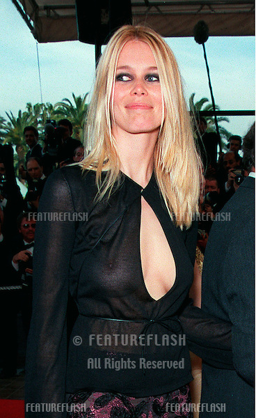 """12MAY99:  Supermodel CLAUDIA SCHIFFER arriving at the gala opening of the 52nd Cannes International Film Festival. The opening movie was """"The Barber of Siberia."""".© Paul Smith / Featureflash"""