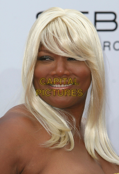 """QUEEN LATIFAH.""""Hairspray"""" Los Angeles Premiere held at the Mann Village Theatre, Westwood, California, USA..July 10th, 2007.headshot portrait blonde wig .CAP/ADM/CH.©Charles Harris/AdMedia/Capital Pictures *** Local Caption *** ."""